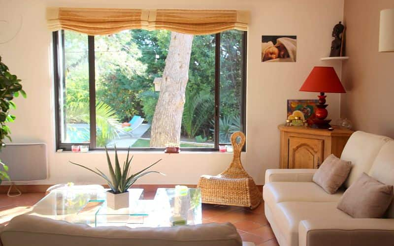 salon-eclairage-naturel-cosy-relaxation-maison-chambre-hotes-montpellier
